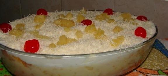 bolo com recheio de leite ninho e abacaxi