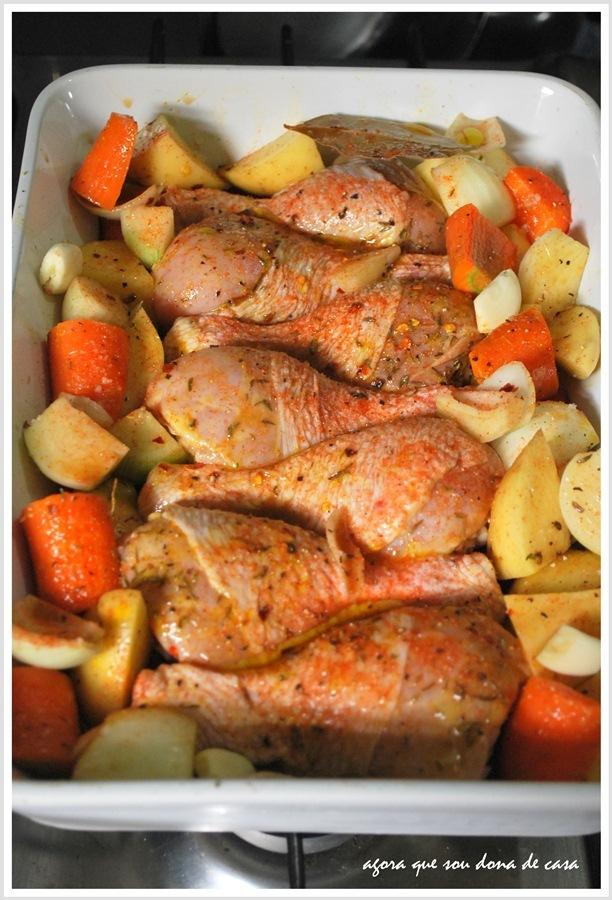 de frango em pedaços assado crocante