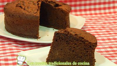 Bizcocho esponjoso de chocolate receta fácil