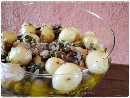 de batatinha azeitona e cebola em conserva