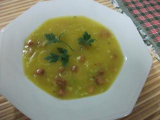 Sopa de mandioquinha com alho poró e calabresa
