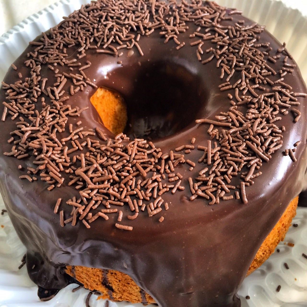 Sensacional bolo de cenoura com cobertura de brigadeiro de chocolate