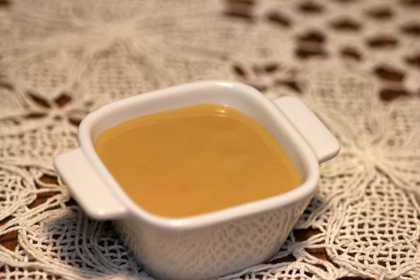 Cuca recheada com leite condensado caseiro