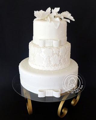 Bolo de Casamento com flores comestíveis