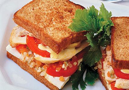 Sanduíche Rápido de Frango com Tomate