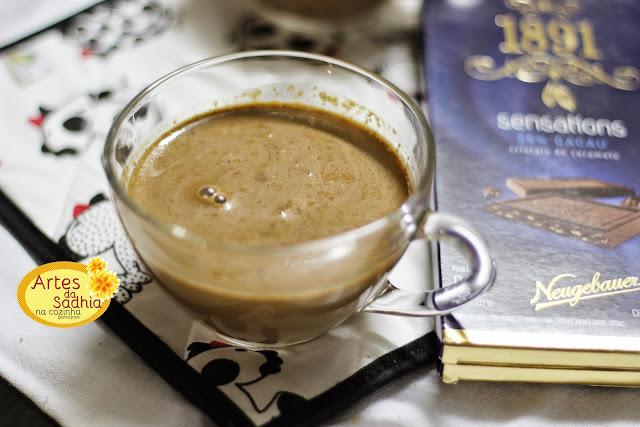 chocolate  quente fácil  com três ingredientes .