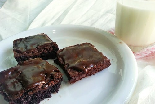 Easy Chocolate Brownie with dark chocolate frosting