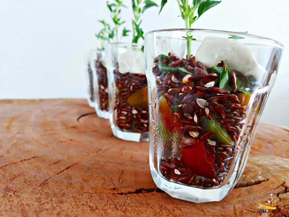 Salada Pipoca de Arroz Vermelho com Tomatinhos e Maionese de Manjericão