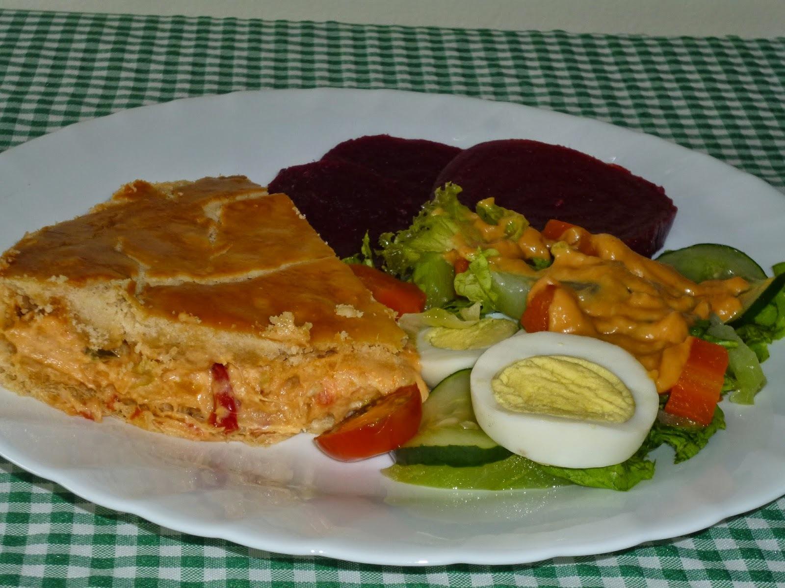 EMPADÃO DE BACALHAU COM CREAM CHEESE e saladinha de legumes com um molho delicioso
