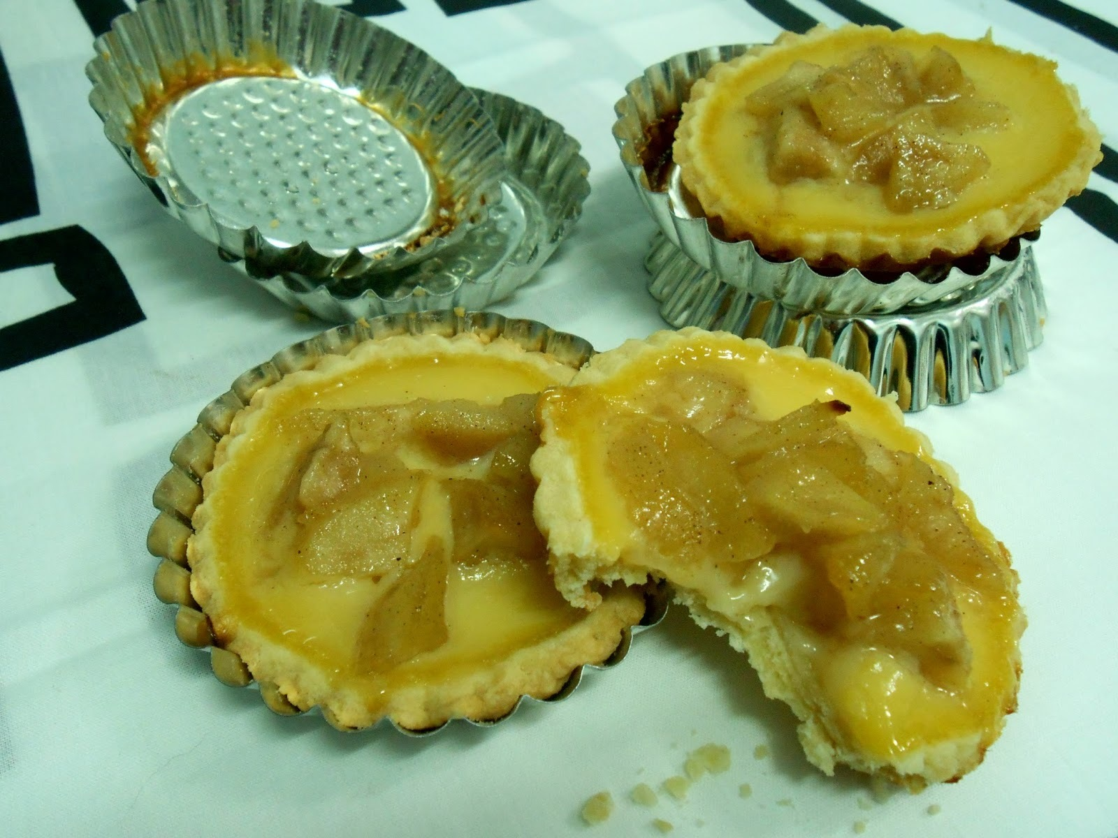 Tartaletas con crema de cava y peras