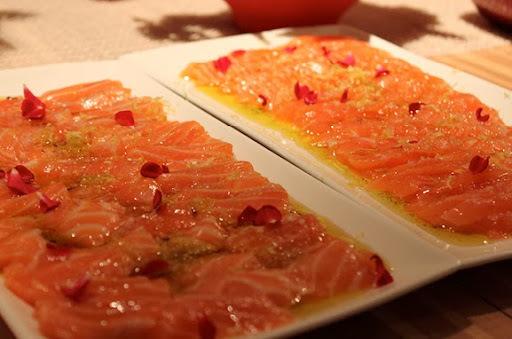 Sashimi de Salmão com Baunilha Fresca, Limão-Siciliano e Pimenta