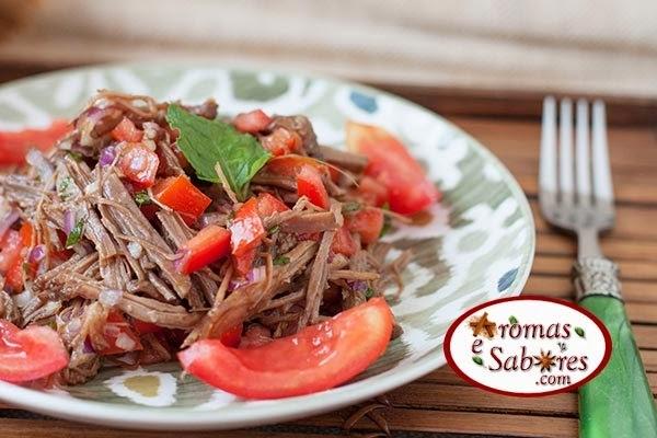 Receita de carne louca fria com tomate e vinagre balsâmico