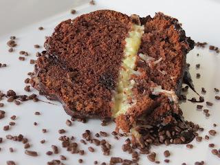 Eu só quero Chocolate!!! Bolo Super de Chocolate com Coco