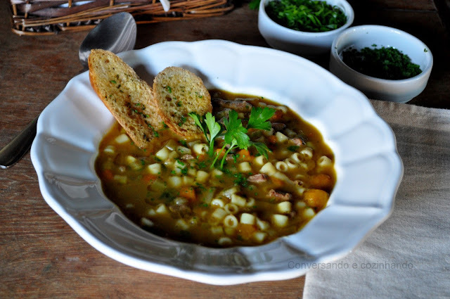 Sopa de músculo,legumes, macarrão, feijão e todo conforto que a gente procura em um prato.