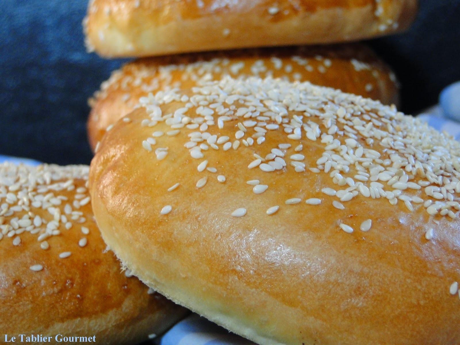 Pour des hamburgers maison irrésistibles, la base c'est les buns (ou pains à burger) !