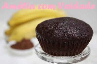 Cupcake integral de banana com cacau e kefir