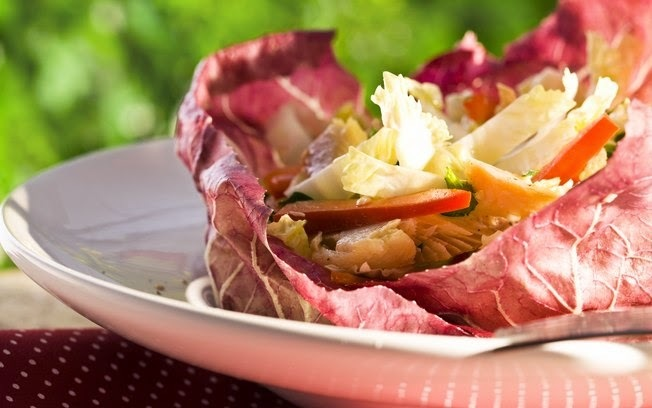 Salada de Truta Defumada com Acelga e Pimentão