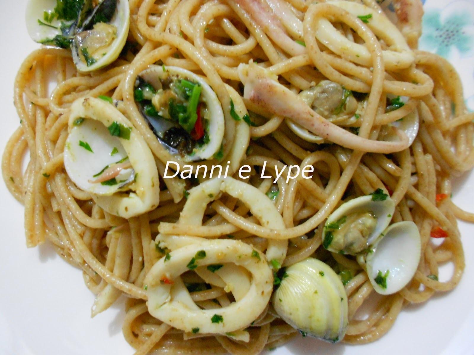 Espaguete Integral com Vôngoles e Lulas