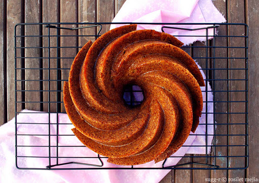 burnt sugar bundt cake con manzanas al ron