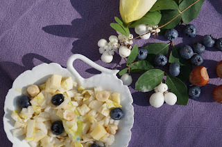 Salade d'endives aux myrtilles, morbier et noisettes