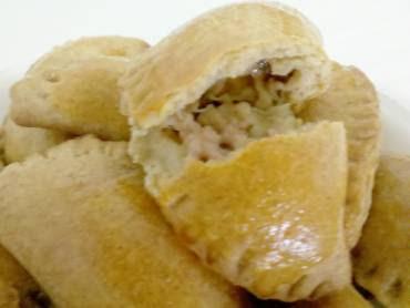 biscoito assado de farinha de trigo e queijo