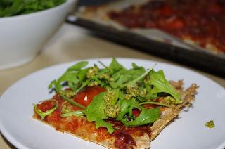 Glutenfri pizza med spekeskinke og ruccola