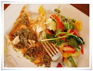 salada para acompanhar salmao assado