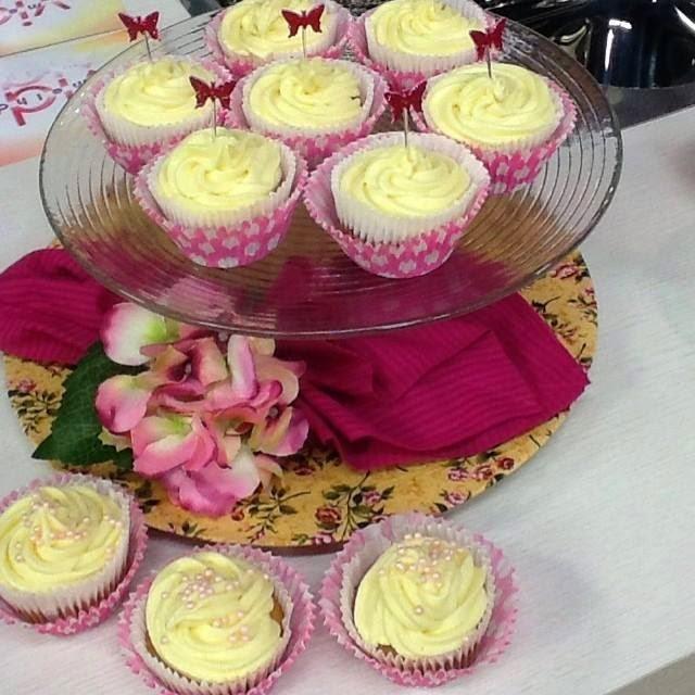 Cupcake de framboesa com limão e ganache de chocolate branco