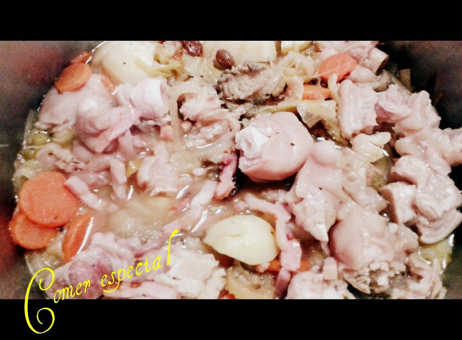 Guiso de manitas de cerdo