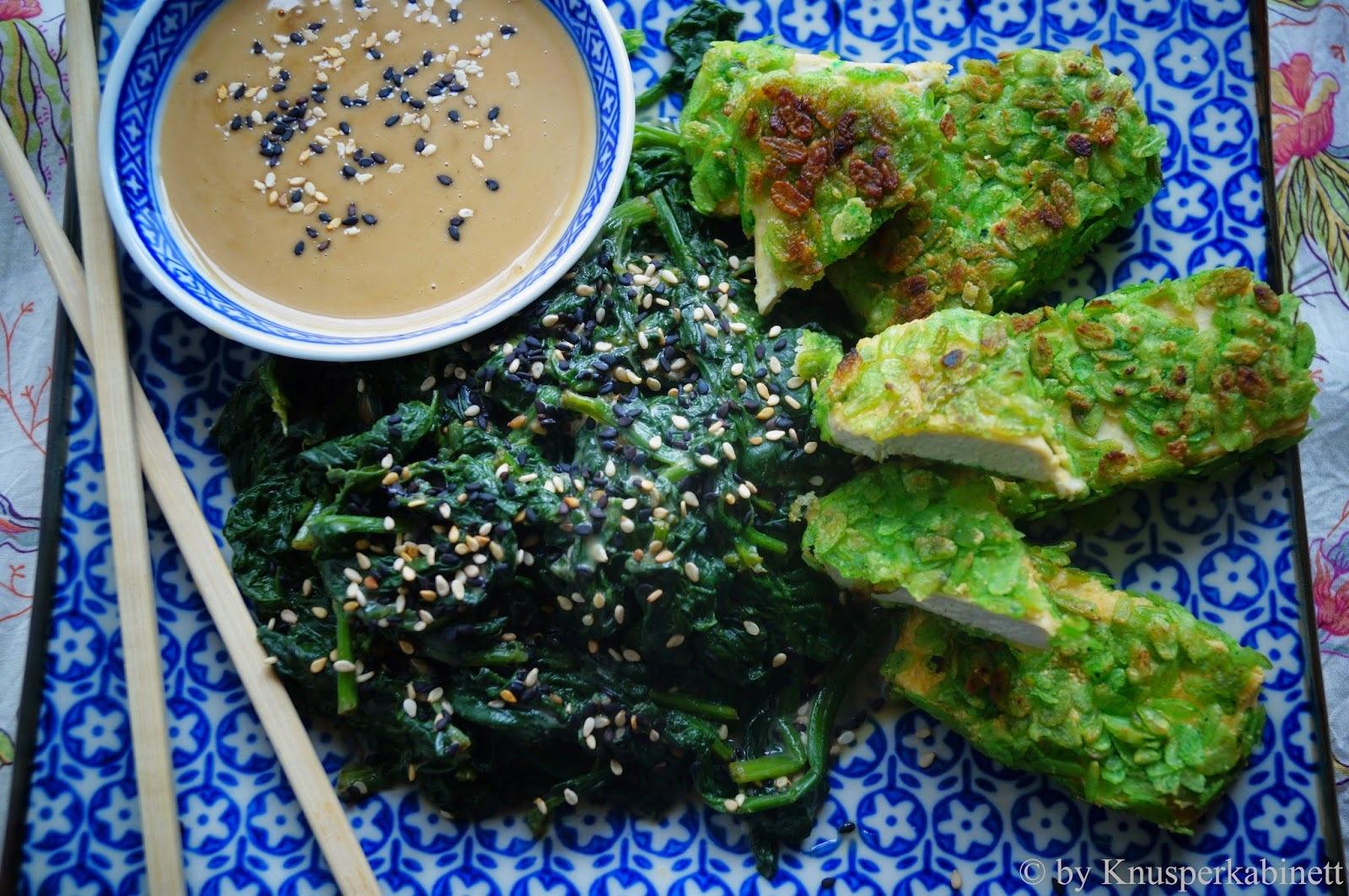 Crunchy Tofu mit japanischem Spinat und Sesamsauce