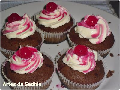 Cupcake de cerejas ....com Chantily da Tirolez
