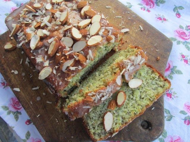 Zucchini lemon cake (cake de zapallitos y semillas de amapola)