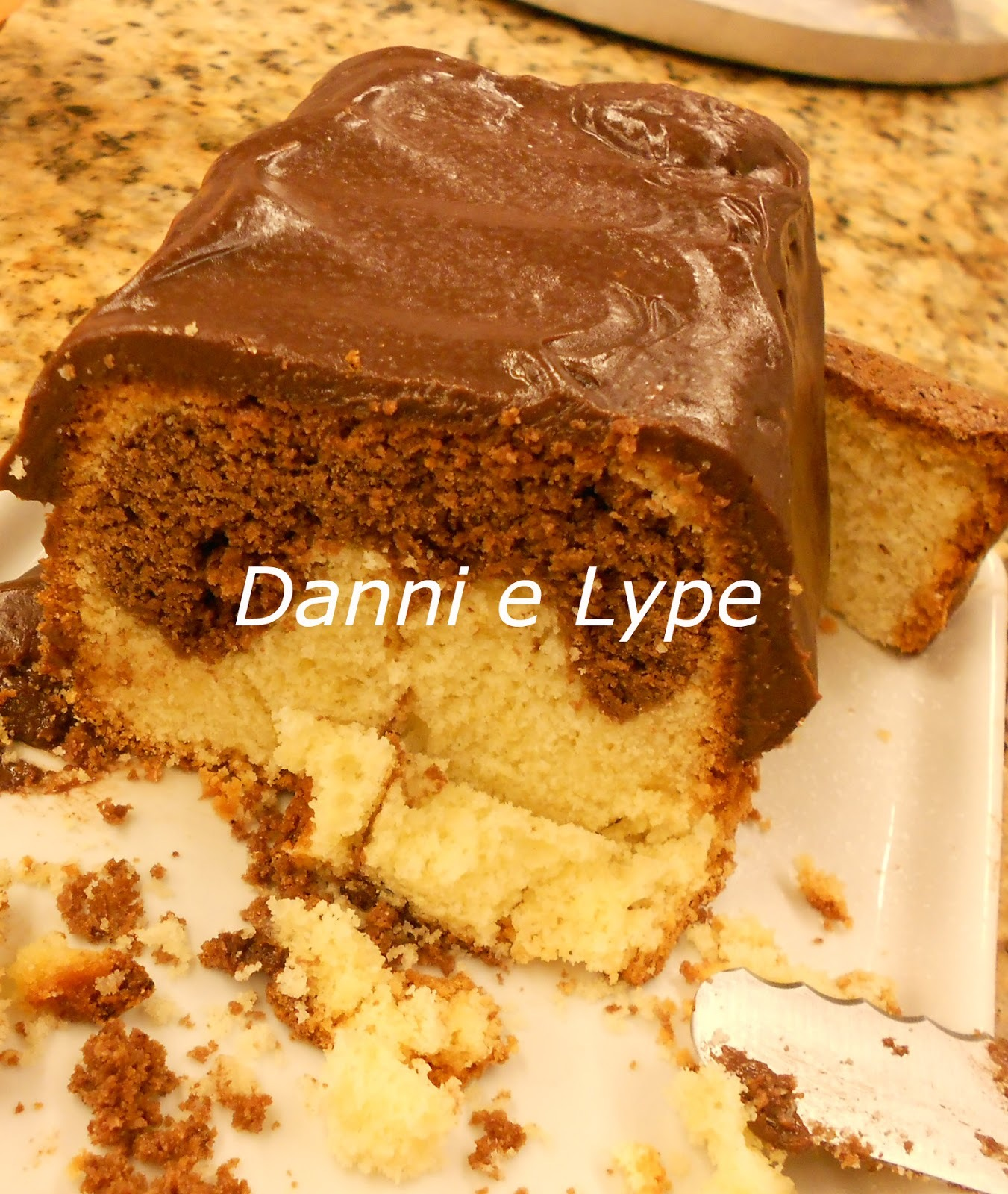bolo de baunilha na forma de bolo inglês