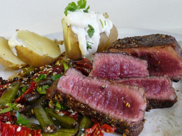 Biftek so zelenou fazuľkou a sušenými paradajkami