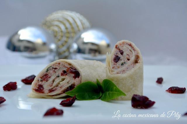 Rollos de queso crema con arándano y nuez