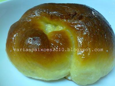 Pães nózinhos com calda de leite