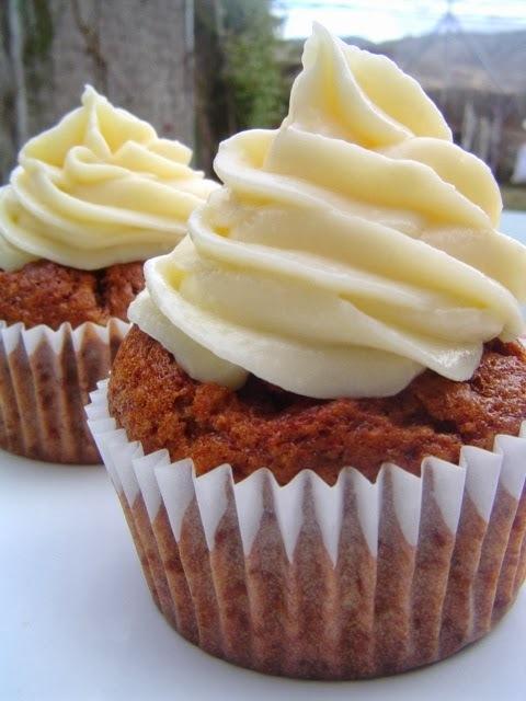 Cupcakes de Plátano y Nueces con Crema de Queso