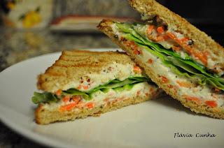 Sanduíche de ricota com cenoura