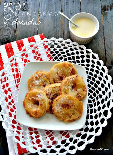 Manzanas doradas: buñuelos de manzana con crema inglesa