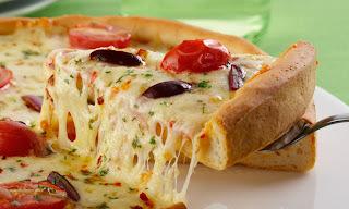 Receita de pizza caseira 2 queijos