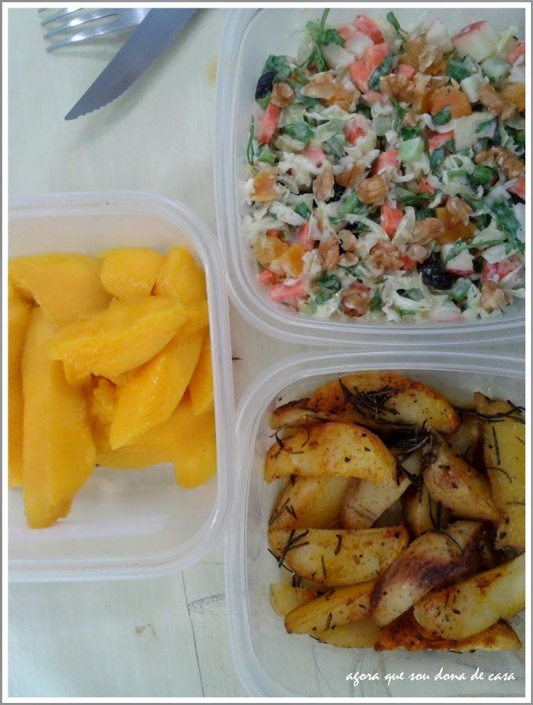 marmita do dia #2: salpicão vegetariano, batatas rústicas com alecrim e manga