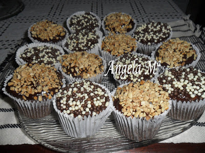 Cupcakes de chocolate com castanha do Pará