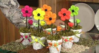 Saiba como fazer um lindo vaso de flores em tecido!