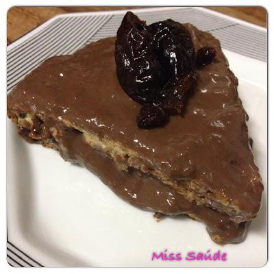 Bolo torta de aveia e chia diet com cobertura de chocolate