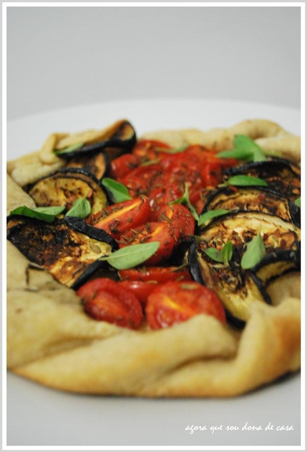 galette vegan de berinjela grelhada, tomatinhos e manjericão fresco... porque eu mereço!