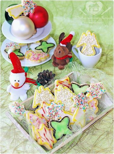 Receita prática de biscoitos natalinos, porque o natal já está batendo à nossa porta, oh,oh oh!!!