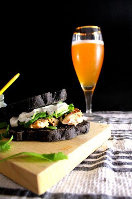 Sandwich de caballa en pan de tinta de calamar {El #Asaltablogs}