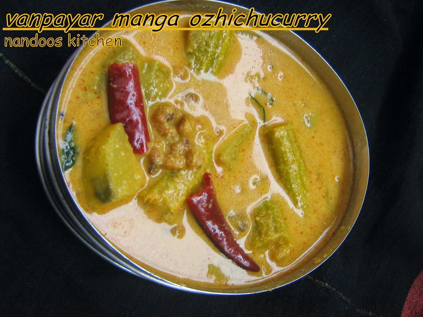 vanpayar manga ozhichu curry / vellapayar manga curry / black eyed beans mango curry