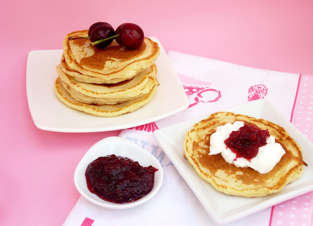Tortitas con Yogurth y Mermelada de Cerezas