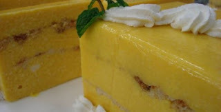 Bolo gelado de abacaxi com gelatina